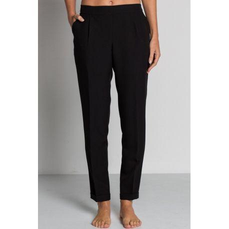 Pantalón negro con dobladillo